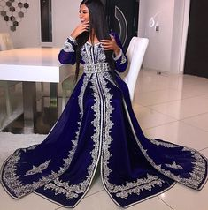 Arabic Muslim Long Sleeve Evening Dresses V-Neck Crystal Beads Lace Applique abaya caftan Glamorous Dubai Satin Floor Length Prom Dress wedding dresses muslim long sleeve 错误 Evening Dresses Uk, Long Sleeve Evening Dresses, Prom Dresses, Chiffon Dresses, Moroccan Kaftan Dress, Caftan Dress, Dress Robes, Afghan Clothes, Afghan Dresses