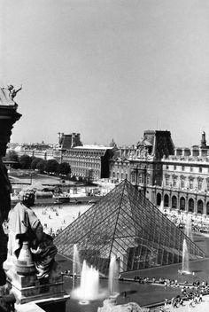 Pyramide du Louvre vue des toits 161_8  Photo Serge Sautereau  http://www.serge-sautereau.com/