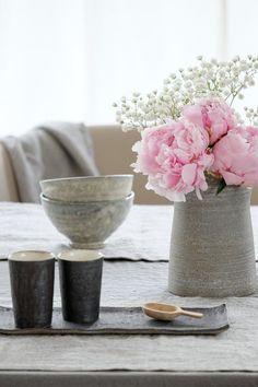 Der Mai auf SoLebIch | SoLebIch.de #interior #summer #realhomes #peonies #ceramics #tablesetting