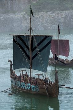Viking longboat ships were used to travel from one raid to another. The act of pillaging and conquering other lands has often left a negative stigma on the Vikings, but amongst the Gods of Norse Mythology; they were great hero's and warrior's. Viking Warrior, Viking Life, Vikings Art, Norse Vikings, Ragnar, Viking Longboat, Viking Culture, Viking Ship, Viking Tattoos
