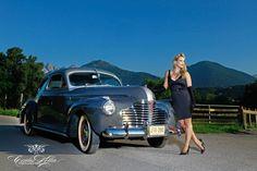 "Die KW 37 aus dem ""Girls & legendary US-Cars"" 2016 Kalender mit Maria. Foto: www.carloskella.de / Verlag: SWAY Books / US-Car: Buick Special Sedanette Straight Eight, 1941 / Danke an Habel Automobil Restauration Innsbruck"