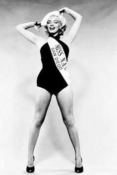 1952 Miss NAS San Diego par Frank Powolny - Divine Marilyn Monroe Hollywood Icons, Hollywood Actresses, Classic Hollywood, Old Hollywood, Norma Jean Marilyn Monroe, Marilyn Monroe Photos, San Diego, Actor Studio, Classic Movie Stars