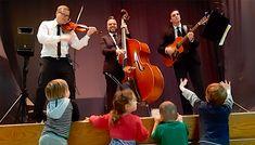 Une performance pour le plaisir des tout-petits! Photos Du, Violin, Music Instruments, Ropes, Musicians, Gaming, Musical Instruments