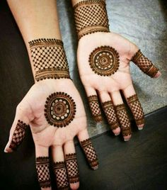 Check out the 60 simple and easy mehndi designs which will work for all occasions. These latest mehandi designs include the simple mehandi design as well as jewellery mehndi design. Getting an easy mehendi design works nicely for beginners. Henna Hand Designs, Circle Mehndi Designs, Round Mehndi Design, Mehndi Designs Finger, Palm Mehndi Design, Mehndi Designs For Girls, Mehndi Designs For Beginners, Mehndi Designs For Fingers, Mehndi Design Photos