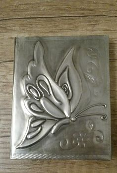 Butterfly design on small notepad. Created by Sue at BB Handcrafted Tin Foil Art, Aluminum Foil Art, Aluminum Can Crafts, Metal Crafts, Pewter Art, Pewter Metal, Feuille Aluminium Art, Metal Tape Art, Hot Glue Art