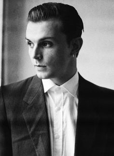 Theo Hutchcraft. Hurts seriously need a new album, I miss them! Especially since the Brighton gig was cancelled last November :(