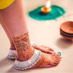 Are you willing to browse some trendy bridal Payal? Here we have enlisted some beautiful bridal anklets which will steal your heart right away Gold Earrings Designs, Gold Jewellery Design, Necklace Designs, Jewellery Diy, Foot Jewelry Wedding, Bridal Jewelry, Anklet Designs, Mehndi Designs, Ankle Jewelry