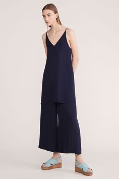 Theory - Resort 2016 - Look 7 of 21?url=http://www.style.com/slideshows/fashion-shows/resort-2016/theory/collection/7
