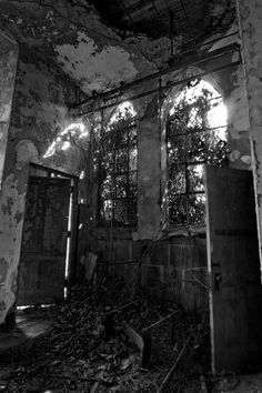 This building was originally a chapel on North Brother Island, NYC, but it was later converted to a morgue or lab, I'm not sure which.