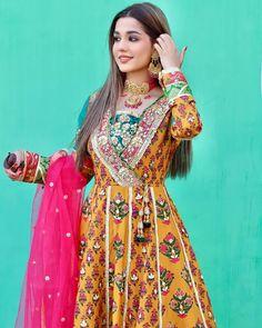 Stylish Dresses For Girls, Stylish Dress Designs, Frocks For Girls, Designs For Dresses, Wedding Dresses For Girls, Party Wear Dresses, Simple Pakistani Dresses, Pakistani Dress Design, Indian Designer Outfits