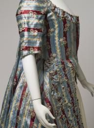 2006/83/1 Open robe, womens, French silk brocade, maker unknown, England, 1770 - 1779 - Powerhouse Museum Collection