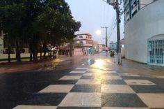 Chuva forte alaga ruas e causa dois deslizamentos em Blumenau +http://brml.co/1MeqXIs