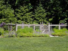 Arbors, Pergolas & Fences - Scott Byron & Co. - Cedar vegetable garden fence with gate Garden Shed Diy, Garden Fencing, Garden Planters, Garden Beds, Garden Enclosure Ideas, Fenced Vegetable Garden, Veggie Gardens, Garden Ideas Diy Cheap, Cheap Plants