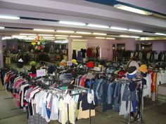 What To Recycle, Reuse Recycle, Reuse Old Clothes, Textile Recycling, Resale Clothing, Upcycled Vintage, Vintage Items, Second Hand Clothes