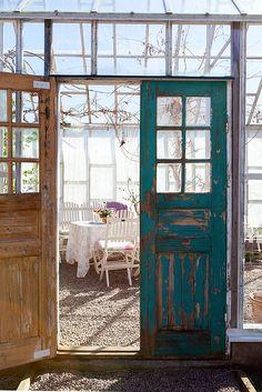 Vackra gamla dörrar på Landsvägen Halltorp 109, Halltorp - Fastighetsbyrån i Borgholm