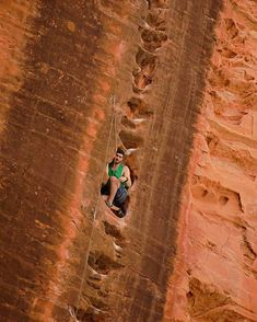 Crawling into the rest on Namaste Zion NP Utah [OC] Beautiful Places To Visit, Cool Places To Visit, Places To Go, Ice Climbing, Mountain Climbing, Rock Climbing Gear, Trekking, Scary Places, Mountaineering