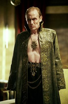 Viktor (Bill Nighy) in Underworld - the best played vampire lord. Underworld Vampire, Underworld Selene, Underworld Movies, Underworld Cast, Underworld Kate Beckinsale, Dark Legends, Bill Nighy, Gothic Vampire, Artist