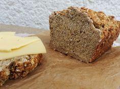 """Letzte Woche habe ich bei Nika von """"LittleTigersBlog"""" ein tolles, histaminarmes Brot entdeckt, das ich unbedingt nachmachen wollte. Es wird komplett ohne Mehl gebacken und schmeckt auch nach einige..."""