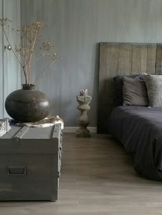 Love this bedroom at Lovely Fresco lime paint in the color Earth Stone on the walls. Well done Eveline. Home Bedroom, Master Bedroom, Bedroom Decor, Cama Design, Black White Bedrooms, Lime Paint, Classic Home Decor, My New Room, Home And Living