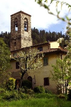I Romani realizzavano strade lunghe e il più possibile rettilinee. Nel Valdarno superiore, tra Firenze e Rignano, il tracciato dell'antica Via Cassia non seguiva il tortuoso corso del fiume ma, cos…