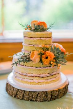 Naked Cake With Fresh Flowers | Photo: Meigan Canfield Photography | Cake: Colorado Rose Cake Company