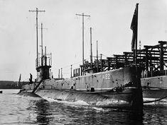 #Çanakkale'de 30 Nisan 1915'te batırılan #AE2  #Denizaltısından Yzb. #Staker: Rahatım pek yerinde ummadığımız kadar iyi muamele görüyoruz. Günlük idman yapmamıza müsade edilmesi pek büyük bir lütüfkârlıktır.