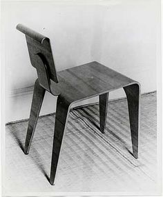 Isokon chair designed by Marcel Breuer, 1935. Photograph, b 26 x 21 cm. Marcel Breuer papers, 1920-1986. Archives of American Art.