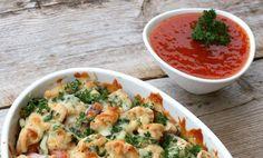 Linda Stuhaugs sunne kylling i form egner seg perfekt når du må bruke opp grønnsaksrestene. Rett og slett en genial hverdagsrett!