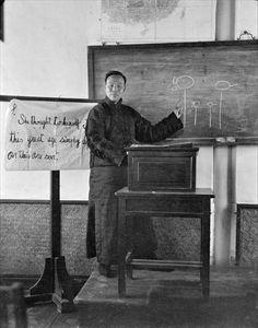 1917-1919年間,北京。課堂上的教師。(西德尼-戴維-甘博 Sidney David Gamble 攝)