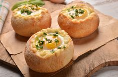 Hearty And Delicious, These Stuffed Bread Bowls Are A Great Way To Start The Day – 12 Tomatoes What's For Breakfast, Breakfast Recipes, Bread Bowls, Cheesy Chicken, Buffalo Chicken, Chicken Soup, Weight Watchers Meals, Finger Food, Appetizer Recipes