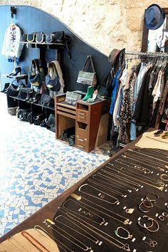 bd5f27dcb81f8e Boutique créateur Marais Haut Marais rue de Poitou Poitou, Boutique En  Ligne, Rue
