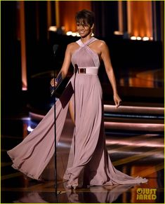 Halle Berry Skips Emmys Red Carpet, Presents Night's Top Prize | halle berry emmys 2014 03 - Photo