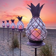 Pineapple tiki torches for a beach evening Casas Club, Outdoor Lighting, Outdoor Decor, Landscape Lighting, Luminaire Design, Tropical Landscaping, Smart Tiles, Coastal Decor, My Dream Home