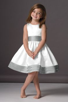 Flower girl dress. This would be perfect if I decide to go with grey for an accent color.