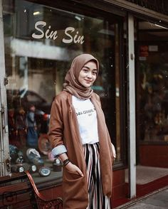 Inspiration Hijab Outfit Of The Day – Sehijab hijab casual – Hijab Fashion 2020 Modern Hijab Fashion, Street Hijab Fashion, Hijab Fashion Inspiration, Muslim Fashion, Modest Fashion, Korean Fashion, Fashion Outfits, Hijab Casual, Ootd Hijab