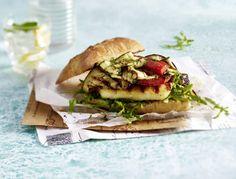 Burger mit Halloumi und Grillgemüse