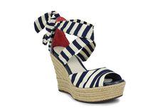 Este verano presume de estilo navy con #modaliaUGGAustralia, porque no sólo de botas vive el pie #modaliaCasualStyle #modaliaLujo