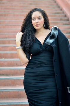 Va va voom. Gotta love that ruching cause it loves your curves!  Girl with Curves blog