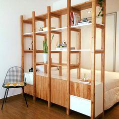 Decoración de un monoambiente por Mabstab - Compact Furniture, Tiny House Furniture, Room Divider Shelves, Deco Studio, One Room Apartment, Apartment Makeover, Small Room Design, Home Office Space, Dream Decor
