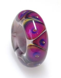 Handmade glass bead by www.moonlight-jewellery.com