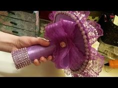 Here you will find the inspiring bridal flowers workshop by top florist Desiree Glasbergen. She uses Calla in her bridal bouquet. Bridal Brooch Bouquet, Diy Bouquet, Spring Bouquet, Flower Bouquet Wedding, Beaded Flowers, Fabric Flowers, Paper Flowers, Plastic Bottle Flowers, Chocolate Bouquet