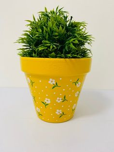 Hand Painted And Decoupaged Terracotta Plant Pot. Yellow Pot And Daisy Design. Hand Painted And Flower Pot Art, Flower Pot Design, Flower Pot Crafts, Clay Pot Crafts, Diy Crafts, Terracotta Flower Pots, Clay Flower Pots, Flower Plants, Flowers