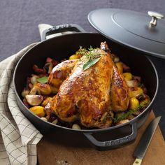 Toujours doré et convivial, le poulet rôti s'enrichit de mille idées : en croûte de pain, à l'ananas, aux herbes, à l'ail ou au pastis et même au chocolat....