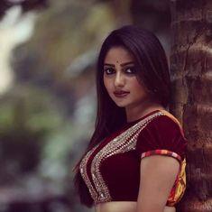 Rachita Ram Latest HD Pictures and Wallpapers - NatoAlpabet Saree Photoshoot, Saree Blouse Patterns, Most Beautiful Indian Actress, Brunette Beauty, Indian Beauty Saree, Hd Picture, South Indian Actress, India Beauty, Indian Girls