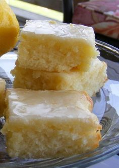 Lemon Brownies ~ These Lemon Brownies are a light and delicious dessert, if you love lemon this ones for you!