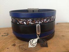 Bracelet manchette cuir Foul'art bleu et noir  www.foul-art.com  www.facebook.com/myfoulart Art Bleu, Bracelets, Facebook, Leather, Jewelry, Fashion, Bangles, Jewellery Making, Moda