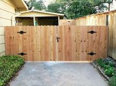 Staggered Slats Dog Fence Ideas Pinterest Fence Gate
