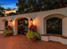Spanish style homes – Mediterranean Home Decor Hacienda Style Homes, Spanish Style Homes, Spanish House, Boho Glam Home, Mexican Hacienda, Mexico House, Courtyard House, Mediterranean Homes, House Colors