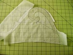 Forward shoulders, that annoying problem that makes your shoulder seams start inching their way toward your back. With all the hunching ov. Sew Your Own Clothes, Sewing Clothes, Sewing Hacks, Sewing Tutorials, Sewing Tips, Sewing Ideas, Clothing Patterns, Sewing Patterns, Sewing Sleeves