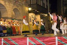 Folclore de España - Danza en Santillana del Mar - Cantabria.